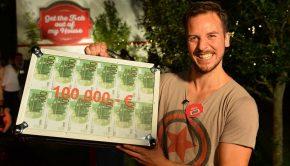 """So sehen Sieger aus: Account-Manager Oliver aus Kaarst (NRW) macht das Rennen in der ProSieben-Show """"Get the F*ck out of my House"""" und gewinnt 100.000 Euro! Der 32-Jährige harrte gemeinsam mit anfangs 99 Mitkandidaten vier Wochen lang in einem Einfamilienhaus in der Eifel auf 116 Quadratmeter aus. Oliver verließ das Haus als Letzter - und freut sich riesig über seinen Sieg: """"Das ist der Wahnsinn, ich kann es nicht glauben!"""" Das Finale von """"Get the F*ck out of my House"""" erreichte gestern Abend 9,2 Prozent Marktanteil bei den 14- bis 49-jährigen Zuschauern auf ProSieben. Basis: alle Fernsehhaushalte Deutschlands (integriertes Fernsehpanel D + EU) Quelle: AGF/GfK-Fernsehforschung / TV Scope / ProSiebenSat.1 TV Deutschland Audience Research. Erstellt: 2.02.2018 (vorläufig gewichtet: 1.02.2018). Rechtehinweis: Dieses Bild darf bis eine Woche nach Ausstrahlung honorarfrei fuer redaktionelle Zwecke und nur im Rahmen der Programmankuendigung verwendet werden. Spaetere Veroeffentlichungen sind nur nach Ruecksprache und ausdruecklicher Genehmigung der ProSiebenSat1 TV Deutschland GmbH moeglich. Nicht fuer EPG! Verwendung nur mit vollstaendigem Copyrightvermerk. Das Foto darf nicht veraendert, bearbeitet und nur im Ganzen verwendet werden. Es darf nicht archiviert werden. Es darf nicht an Dritte weitergeleitet werden. Bei Fragen: foto@prosiebensat1.com. Voraussetzung fuer die Verwendung dieser Programmdaten ist die Zustimmung zu den Allgemeinen Geschaeftsbedingungen der Presselounges der Sender der ProSiebenSat.1 Media SE."""