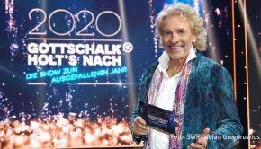 """Zum Abschluss eines außergewöhnlichen Jahres lädt Thomas Gottschalk am 21. Dezember zur großen Primetime-Show im Ersten. In """"2020 – Gottschalk holt's nach"""" gibt der Entertainer einigen seiner Gäste die Möglichkeit, ausgefallene Events im Studio nachzuholen. Dabei unterstützen ihn zahlreiche Stars. (Foto: SWR/Stefan Gregorowius)"""