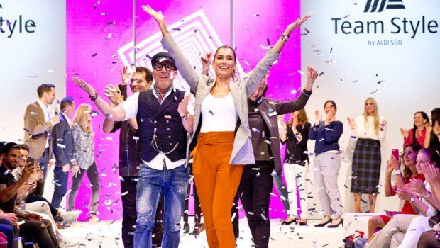 Mülheim a. d. Ruhr (07.05.2018) Nach monatelangem Tüfteln war es am Sonntagabend in München soweit: Rund 38.200 ALDI SÜD Mitarbeiter konnten bei einer Fashion-Show per Live-Voting über die Stilrichtung der künftigen ALDI SÜD Arbeitskleidung abstimmen. In einem nächsten Schritt geht die Kleidung in den Filialen in den Praxistest.