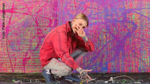 """Alexander Höller gehört zu den jungen deutschen Malern, die derzeit auch international für Furore sorgen. Gestern eröffnete in Wien seine Ausstellung """"Cosmos"""". Zu sehen sind u.a. Bilder der neuen Serie """"Neurons"""". (Foto: Peter Langenhan)"""