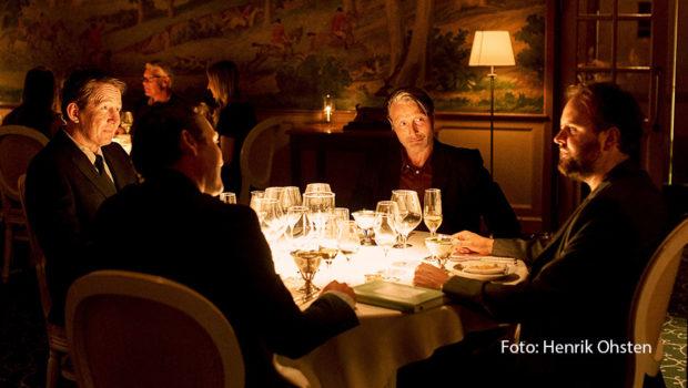 """Die 30. Ausgabe des Film Festival Cologne findet ab dem 1. Oktober statt. Zu sehen ist u.a. der neue Film von Thomas Vinterberg, """"Another Round"""". Der dänische Regisseur und sein Hauptdarsteller Mads Mikkelsen gehören auch zu den Preisträgern des Kölner Festivals. (Foto: Henrick Ohsten)"""