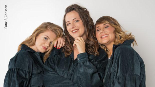 """Auf """"Birnen- und Sanduhrfigurtypen"""" sind die von Silvi Carlsson entworfenen Kleidungsstücke zugeschnitten. Die Influencerin hat ihre erste """"Büffelhüfte""""-Kollektion jetzt vorgestellt. (Foto: S. Carlsson)"""