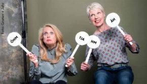 """Barbara Schöneberger beschäftigt sich in der aktuellen Ausgabe ihrer Zeitschrift """"BARBARA"""" mit Lust und Last der Entscheidungsfreude. Im großen Interview erläutert die Komikerin und Therapeutin Cordula Stratmann, warum für gute Entscheidungen Zeit und Vertrauen notwendig sind. (Foto: Gruner + Jahr)"""