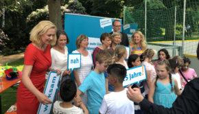 Barbara Schöneberger beim 25. Geburtstag der Deutschen Kinder- und Jugendstiftung. (Foto: smalltalk)