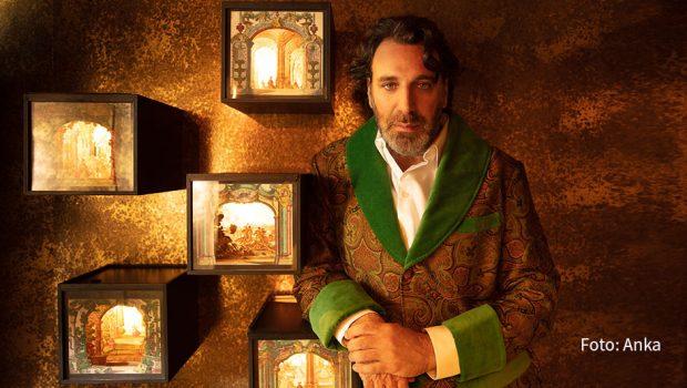 """Das Weihnachts-Album des kanadischen Grammy-Preisträgers Chilly Gonzales gibt's nun auch als TV-Special. Arte zeigt """"A Very Chilly Christmas"""" am Tag vor Heiligabend – und bereits ab heute online. (Foto: Anka)"""