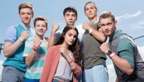V.l.: Alex (Timur Kortlang), Hugo (Nick Julius Schuck), Toni (Ivo Kortlang), Emma (Luise Befort), Leo (Tim Oliver Schultz) und Jonas (Damian Hardung)