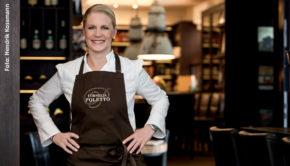 """Die Hamburger Spitzenköchin Cornelia Poletto ist eines der Testimonials der Kampagne """"Jetzt helfen, lokal kaufen"""". Die Ganske Verlagsgruppe will damit den Einzelhandel in der Corona-Krise unterstützen. (Foto: Hendrik Kossmann)"""