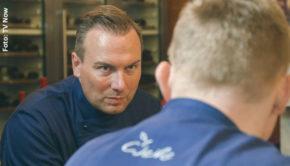 Auch für den Zwei-Sterne-Koch und Restaurantbetreiber Tim Raue hat die Corona-Krise schwerwiegende Konsequenzen. Heute Abend ist er in einer ausführlichen Vox-Dokumentation zum Thema zu sehen. (Foto: TV Now)