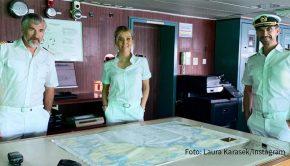 """Moderatorin Laura Karasek geht auf große Fahrt. An der Seite von Florian Silbereisen als Kapitän Parger und Daniel Morgenroth als Staff-Kapitän Grimm spielt sie in """"Das Traumschiff"""" eine Offiziersanwärterin. Die Reise wird am 1. Januar ausgestrahlt und führt auf die Seychellen. (Foto: Laura Karasek/Instagram)"""