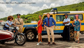"""Die Karibik-Krimiserie """"Death in Paradise"""" geht am 28. August bei Fox in eine neue Staffel. Darin nimmt Ardal O'Hanlon als Detective Inspector Jack Mooney Abschied vom Inselparadies. (Foto: BBC/Red Planet/Denis Guyenon)"""