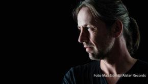 """Mit seinem zweiten Soloalbum """"Durch die Zeit"""" landete Der Ole einen Top-40-Erfolg in den deutschen Charts. Am Samstag, dem 26. September widmet ihm MDR Kultur eine halbstündige Radiosendung. (Foto: Max Görlitz/Alster Records)"""