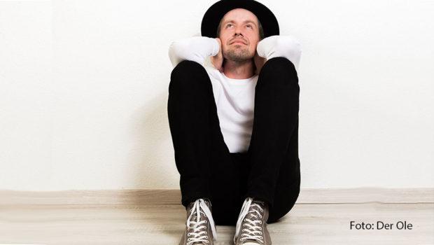 """Mit dem Album """"Durch die Zeit"""" und """"Die Amsel mit dem Drosselbart"""", dem letzten Song von Rheingold-Sänger Bodo Staiger, spielt der Düsseldorfer Musiker Der Ole an zwei Tagen in elf Bäckereien in Berlin, Hannover, Braunschweig und Wolfsburg. (Foto: Der Ole)"""