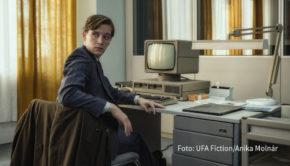 """Mit """"Deutschland89"""" findet die Serien-Trilogie um einen jungen DDR-Spion in der Spätphase des kalten Krieges ihren Abschluss. Der Achtteiler ist ab dem 25. September exklusiv bei Amazon Prime Video verfügbar und wird auch beim Film Festival Cologne vorgestellt. (Foto: UFA Fiction/Anika Molnár)"""