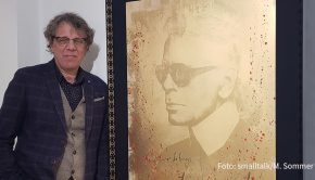 """In seiner Kölner Galerie 30works zeigt Gérard Margaritis die aktuellen Arbeiten des Hamburger Künstlers Devin Miles. Zu sehen ist u.a. dessen Karl-Lagerfeld-Porträt aus 24-karätigem Gold. Geplant ist, dass die Ausstellung unter dem Titel """"New Positions"""" bis Ende Januar läuft. (Foto: smalltalk/M. Sommer)"""