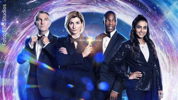 """Der Seriensender Fox zeigt ab morgen als deutsche TV-Premiere die zwölfte Staffel von """"Doctor Who"""" mit Jodie Whittaker als Titelfigur sowie Bradley Walsh, Toson Cole und Mandip Gill. Zum Auftakt steht die zweiteilige, in cineastischer Optik gestaltete Spezialfolge """"Spyfall"""" auf dem Programm. (Foto: BBC Studios)"""
