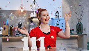 """Eine Woche vor dem Osterfest kehrt Enie van de Meiklokjes mit neuen Folgen von """"Sweet & Easy - Enie backt"""" zurück. Am Samstag, 24. März 2018, backt Enie in der insgesamt 111. Erstausstrahlung des sixx-Klassikers u. a. niedliche Häschen-Popöchen-Cupcakes aus Carrotcake-Teig mit süßen Marschmallowhäschen-Füllung. Titel: Sweet & Easy - Enie backt; Person: Enie van de Meiklokjes; Copyright: sixx/Claudius Pflug; Rechtehinweis: Dieses Bild darf bis Ende März 2018 nach Ausstrahlung honorarfrei fuer redaktionelle Zwecke und nur im Rahmen der Programmankuendigung verwendet werden. Spaetere Veroeffentlichungen sind nur nach Ruecksprache und ausdruecklicher Genehmigung der ProSiebenSat1 TV Deutschland GmbH moeglich. Nicht fuer EPG! Verwendung nur mit vollstaendigem Copyrightvermerk. Das Foto darf nicht veraendert, bearbeitet und nur im Ganzen verwendet werden. Es darf nicht archiviert werden. Es darf nicht an Dritte weitergeleitet werden. Bei Fragen: foto@prosiebensat1.com. Voraussetzung fuer die Verwendung dieser Programmdaten ist die Zustimmung zu den Allgemeinen Geschaeftsbedingungen der Presselounges der Sender der ProSiebenSat.1 Media SE.; Weiterer Text über ots und www.presseportal.de/nr/79557"""
