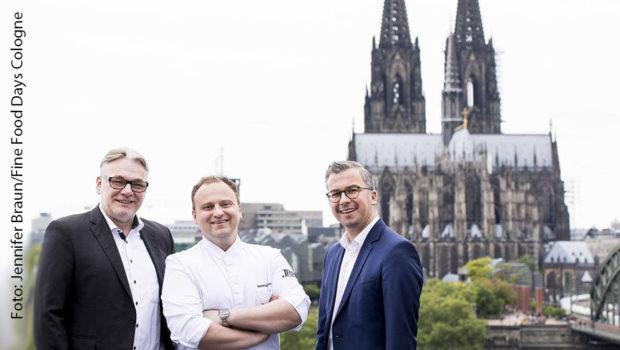 Der Verein Fine Food Days Cologne führt mit dem Vorstandstrio Michael Stern (KölnSKY), Sternekoch Maximilian Lorenz und Dominic Kuck (Hyatt Regency Cologne) die zweite Ausgabe des gleichnamigen Gourmet-Festivals nun im kommenden Jahr durch. (Foto: Fine Food Days Cologne/Jennifer Braun)