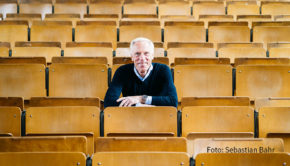 """Der Kölner Sportwissenschaftler und Gesundheitsexperte Prof. Dr. Ingo Froböse veröffentlicht am morgigen 2. Oktober ein neues Buch. Darin geht es um """"Die Gesundheitsformel der 100-Jährigen"""". (Foto: Sebastian Bahr)"""