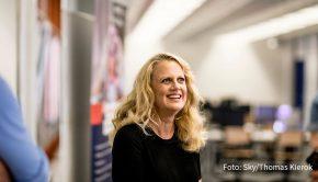 """Mit dem zweiten Teil der Doppelfolge über Barbara Schöneberger setzt Sky am heutigen 1. Dezember seine Reihe """"Her Story"""" fort. In der Langzeitdokumentation ist Deutschlands beliebteste Entertainerin u.a. auch bei der Arbeit an ihrem """"BARBARA""""-Magazin zu sehen. (Foto: Sky/Thomas Kierok)"""