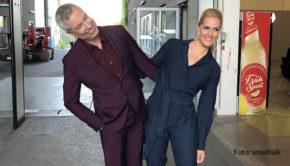 """In der Musik-Comedyshow """"I Can See Your Voice"""", die RTL ab morgen ausstrahlt, müssen Sasha und Vanessa Mai Musiktalente erkennen, ohne deren Stimme zu hören. Unterstützung erhalten sie dabei von einem Promi-Panel, in dem u.a. Judith Rakers und Thomas Hermanns vertreten sind. (Foto: smalltalk)"""