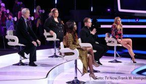 """Sechs neue Folgen der Comedy-Musikshow """"I Can See Your Voice"""" zeigt RTL ab dem 30. März. Feste Größe im fünfköpfigen Promi-Panel, das dem Rateteam bei der Suche nach den echten Gesangstalenten unter den """"stummen Kandidaten"""" hilft, ist Entertainer Thomas Hermanns. (Foto: TV Now/Frank W. Hempel)"""