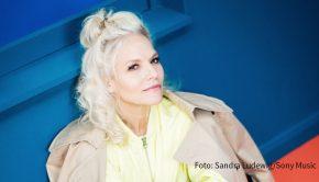 """Sängerin und Moderatorin Ina Müller, die morgen ihr neues Album """"55"""" veröffentlicht, ist am Samstag bei barba radio zu Gast. Im Interview spricht sie u.a. über das Älterwerden und ihre Beziehung zum Sport. (Foto: Sandra Ludewig/Sony Music)"""