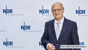 """Am heutigen 22. Januar zeigt das NDR Fernsehen die erste neue Ausgabe der """"NDR Talk Show"""" im neuen Jahr. Zu Gast ist u.a. NDR-Intendant Joachim Knuth, der auf seine ersten zwölf Monate als Chef der Sendeanstalt zurückblickt. (Foto: NDR/Hendrik Lüders)"""