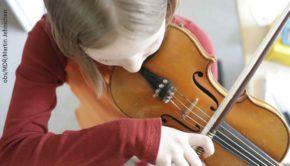 """Mehr als 2.000 Nachwuchsmusiker werden ab morgen in Halle/Saale erwartet, wo eine Woche lang der 56. Bundeswettbewerb """"Jugend musiziert"""" ausgetragen wird. (obs/MDR/Martin Jehnichen)"""
