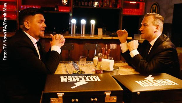 """Am Sonntag viel Neues gibt's von den Spitzenköchen Tim Raue und Tim Mälzer. Vox strahlt das Duell zwischen den beiden als Staffel-Finale von """"Kitchen Impossible"""" aus. Auf TV Now startet zudem die zweite Runde ihrer Show """"Ready to beef"""". (Foto: TV Now/PA/Frank May)"""
