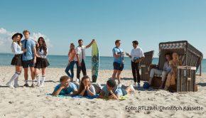 """Lernen am Ostseestrand? In der Winterpause der RTLzwei-Serie """"Krass Schule"""" heißt es für einige der Schüler ab heute """"Krass Schulcamp"""". Das Spin-off ist bei TV Now Premium abrufbar. (Foto: RTLzwei/Christoph Kassette)"""