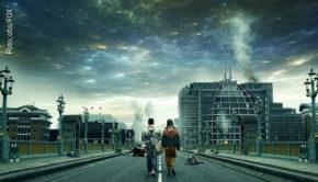 """Durch einen Alien-Überfall wird fast die gesamte Menschheit vernichtet. Die Serie """"Krieg der Welten"""" katapultiert den gleichnamigen Science-Fiction-Klassiker ins 21. Jahrhundert – zu sehen bei FOX. (Foto: obs/FOX)"""