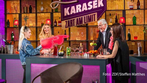 """Unter dem Motto """"Sehnsucht"""" lädt Moderatorin Laura Karasek am heutigen 12. November zu einer weiteren Ausgabe ihrer Talkshow """"Zart am Limit"""" auf ZDFneo ein. Gäste sind Sky du Mont, Ines Anioli und Linda Zervakis. (Foto: ZDF/Steffen Matthes)"""
