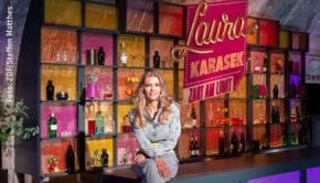 """Morgen beginnt die zweite Staffel von Laura Karaseks Talkshow """"Zart am Limit"""". In neuer Location sind diesmal der Rapper Massiv, der Journalist und TV-Moderator Thilo Mischke sowie die Autorin und Bloggerin Ronja von Rönne zu Gast. (Foto: ZDF/Steffen Matthes)"""