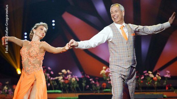 Thomas Hermanns und Regina Luca tanzen Wiener Walzer.  Verwendung der Bilder für Online-Medien ausschließlich mit folgender Verlinkung:'Alle Infos zu 'Let's Dance' im Special bei RTL.de: http://www.rtl.de/cms/sendungen/lets-dance.html