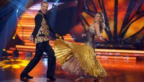Thomas Hermanns und Regina Luca tanzen einen Quickstep.