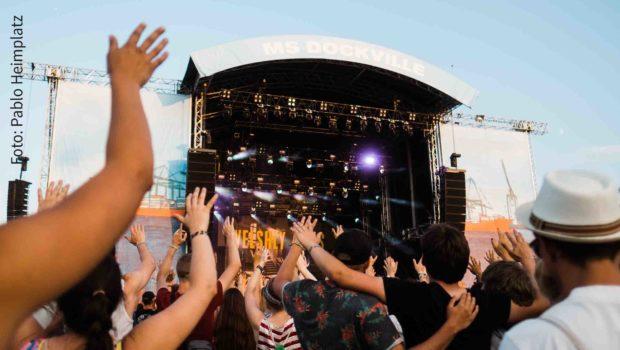 An diesem Wochenende stehen noch einmal zahlreiche Musik-Festivals in Deutschland auf dem Programm. Allein in Hamburg gibt's gleich mehrere Events, darunter das MS Dockville. (Foto: Pablo Heimplatz)