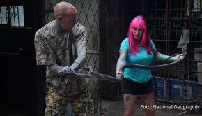 """Ab heute zeigt National Geographic Wild immer freitags sechs neue Folgen von """"Snakes in the City"""". Im Mittelpunkt der Doku-Serie stehen die südafrikanischen Reptilien-Experten Simon Keys und Siouxsie Gillett. (Foto: National Geographic)"""