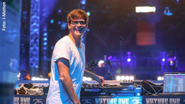 """Im vergangenen Jahr traten Genre-Größen der elektronischen Musik wie Neelix, Paul van Dyk, Moguai und Eric Prydz beim renommierten Festival Nature One im Hunsrück auf. Nun haben die Veranstalter einen """"#stayhome and make music""""-Wettbewerb für DJs und Produzenten ins Leben gerufen. (Foto: I-Motion)"""