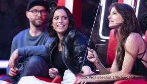 """In der Musikshow """"The Voice of Germany"""" ist Stefanie Kloß heute Abend auf ProSieben wieder als eine von sechs prominenten Coaches zu sehen. Am Samstag spricht die Silbermond-Sängerin im barba radio-Interview u.a. über ihre Schwäche fürs Schwitzen auf der Bühne. (Foto: ProSieben)"""