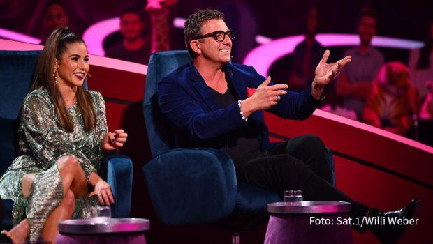 """Das Jury-Duo Sarah Lombardi und Hans Sigl bekommt am 4. Dezember bei """"Pretty in Plüsch"""" wieder namhafte Verstärkung: Moderator und Sänger Oli.P wird mit den beiden die Auftritte der Promi-Puppen-Duette begutachten. (Foto: Sat.1/Willi Weber)"""