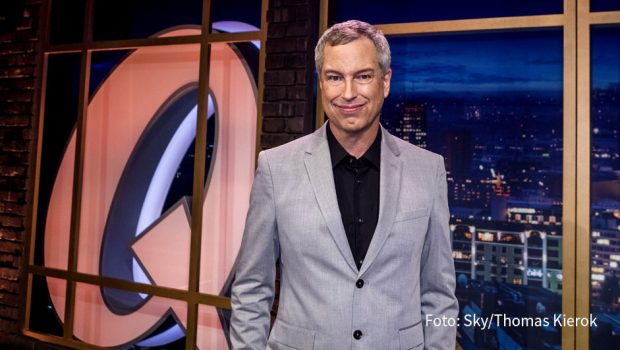 """Zum 1. April ruft Sky eine große """"Entertainment-Offensive"""" aus. Zentrale Bestandteile sind zwei neue Sendermarken: der True Crime-Kanal Sky Crime sowie das Comedy-Programm Sky Comedy, auf dem u.a. neue Folgen des """"Quatsch Comedy Clubs"""" von und mit Thomas Hermanns zu sehen sein werden. (Foto: Sky/Thomas Kierok)"""