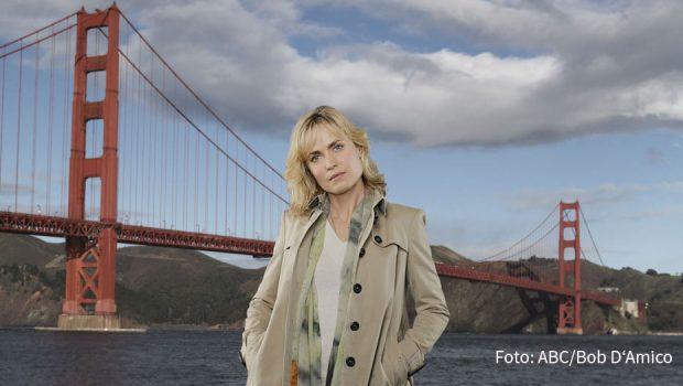 """Aus der Feder der """"Twilight""""-Drehbuchautorin Melissa Rosenberg stammt die Serie """"Red Widow"""". Fox strahlt das in San Francisco spielende Krimidrama mit Radha Mitchell als deutsche TV-Premiere aus. (Foto: ABC/Bob D'Amico)"""