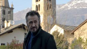 """Als eigenwilliger, aber erfolgreicher Ermittler """"Rocco Schiavone"""" kehrt Marco Giallini ab morgen auf die deutschen Bildschirme zurück. Fox zeigt die dritte Staffel der italienischen Krimiserie in deutscher Erstausstrahlung. (Foto: Fox/Daniele Mantione)"""