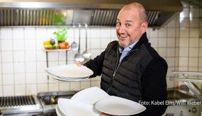 """Am 3. Dezember stattet Frank Rosin auf Kabel Eins dem Restaurant """"Op de Limeke"""" in Verl einen Besuch ab. Dabei gibt's für den Spitzenkoch als Coach alle Hände voll zu tun. (Foto: Kabel Eins/Willi Weber)"""