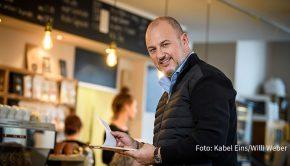 Ab dem 26. November serviert Zwei-Sterne-Koch Frank Rosin wieder ein Rundum-Coaching für angeschlagene gastronomische Betriebe. Kabel Eins strahlt immer donnerstags in der Primetime neue Folgen der Doku-Soap aus. (Foto: Kabel Eins/Willi Weber)