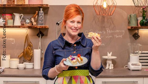 """Bereits in die neunte Staffel geht Enie van de Meiklokjes mit ihrer Show """"Sweet & Easy – Enie backt"""" auf sixx. Der ProSiebenSat.1-Frauensender strahlt 20 neue Folgen ab dem letzten Juli-Wochenende aus. (Foto: sixx/Leonie Hinrichs)"""