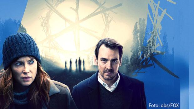 """""""Tasmanian Noir"""" ist angesagt, wenn der Seriensender Fox """"The Gloaming"""" nach Deutschland bringt. Der hochgelobte Krimi-Achtteiler wird im Herbst erstmals hierzulande ausgestrahlt. Bei ihrem Sendestart in Großbritannien gab's zahlreiche positive Kritiken für die australische Produktion """"The Gloaming"""". Die renommierte Tageszeitung """"The Guardian"""" stellte sie sogar in eine Reihe mit David Lynchs Mystery-Klassiker """"Twin Peaks"""". Nun zeigt Fox die auf Tasmanien gedrehte Crime-Serie als deutsche TV-Premiere: Ab dem 14. Oktober läuft sie immer mittwochs um 21:00 Uhr. Im Mittelpunkt steht das ungleiche Ermittlerpaar Molly McGee und Alex O'Connell, das den mysteriösen Mord an einer älteren Frau aufklären muss. Zunächst gibt's keine Erklärung für das brutale Verbrechen, doch nach und nach werden die Hintergründe aufgedeckt. Einige reichen weit zurück in die gewalttätige Vergangenheit Australiens, das über 80 Jahre lang eine britische Strafkolonie war. Die Hauptrollen spielen Ewen Leslie (""""Ein sicherer Hafen""""), der in seiner Heimat respektvoll als """"Australiens Antwort auf Cary Grant"""" bezeichnet wird, und Emma Booth, die u.a. auch in der erfolgreichen US-Serie """"Once Upon a Time – Es war einmal…"""" mitgewirkt hat. (Foto: obs/Fox)"""