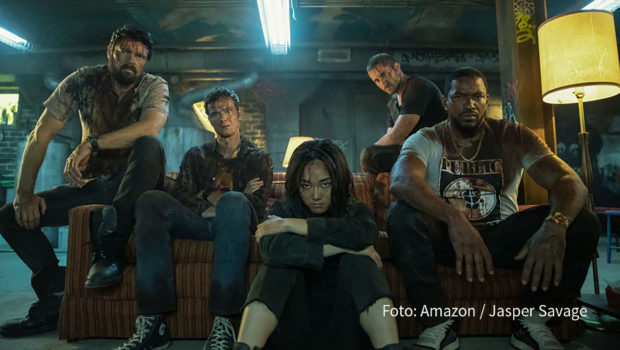 """""""The Boys"""" sind zurück. In der zweiten Staffel der US-Serie mit """"Star Trek""""-Star Karl Urban, die Amazon Prime Video ab dem morgigen 4. September auch in Deutschland veröffentlicht, setzen die Normalsterblichen ihren Kampf gegen böse Superhelden fort. (Foto: Amazon/Jasper Savage)"""