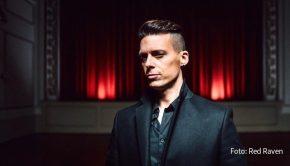"""In der vergangenen Woche hat Musiker Billy Andrews alias The Dark Tenor sein Album """"Christmas"""" veröffentlicht. Heute Abend legt er das Video zur ersten Single-Auskopplung """"Hallelujah"""" nach. (Foto: Red Raven)"""
