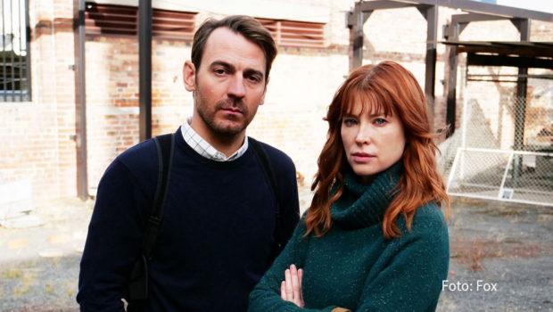 """Am morgigen 14. Oktober startet die achtteilige Serie """"The Gloaming"""" als deutsche TV-Premiere bei Fox. Emma Booth und Ewen Leslie sind als Ermittler zu sehen, die eine mysteriöse Mordserie auf Tasmanien aufklären müssen. (Foto: Fox)"""